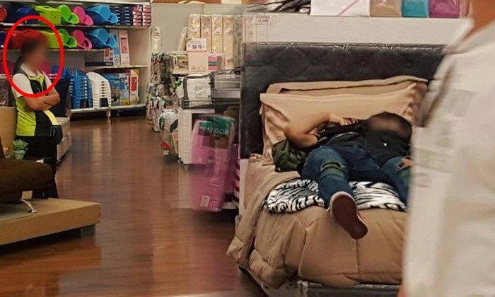 ชาวเน็ตแซว ภาพคนนอนหลับสบาย บนเตียงกลางห้างดัง