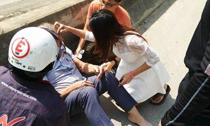 """""""หมอนางฟ้า"""" มาอีกแล้ว แพทย์หญิงหยุดรถ วิ่งช่วยลุงเจ็บกลางถนน"""