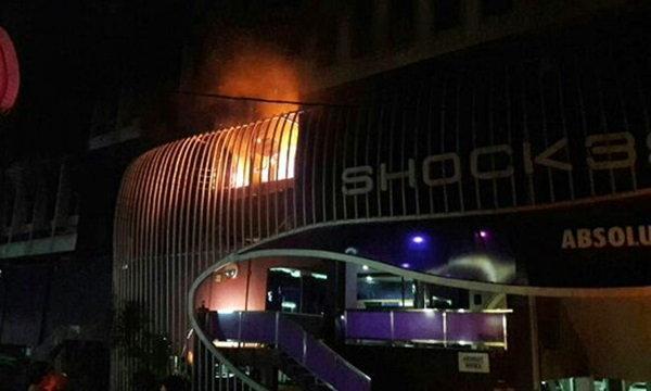 ไฟไหม้ผับช็อก 39 ถนนเพชรบุรี โชคดียังไม่เปิดบริการ