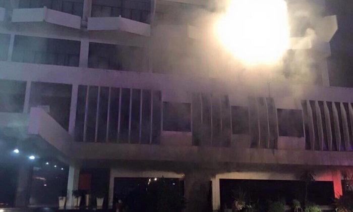 ไฟไหม้ระทึก โรงแรมดังเมืองอุบลฯ แขกหนีตายขึ้นดาดฟ้า