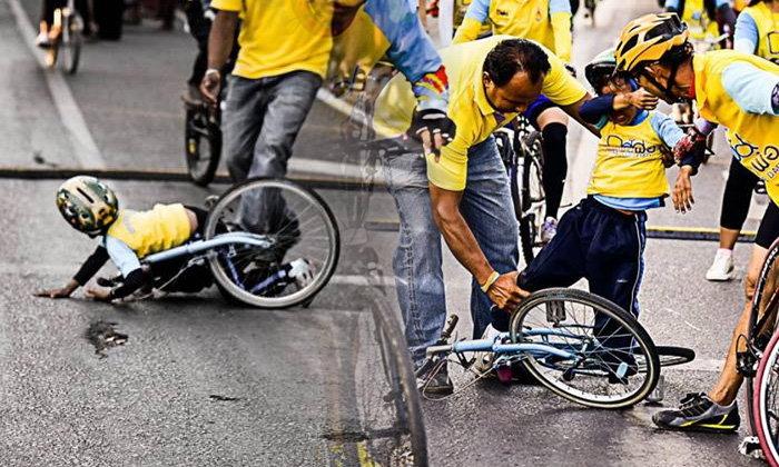 แชร์ภาพประทับใจ เด็กชายปั่นจักรยานล้ม ใจสู้ต่อ Bike For Dad