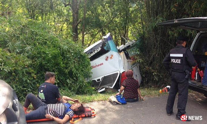 บัสนักท่องเที่ยวมาเลย์ แหกโค้งดอยสะเก็ด ตาย 11 เจ็บเพียบ