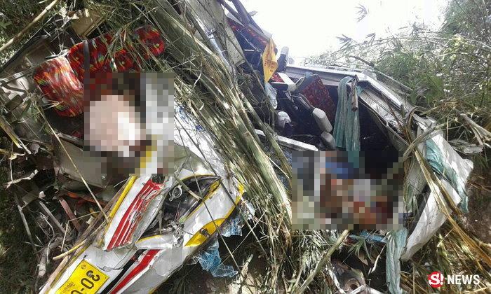 เผยเหตุบัสมาเลย์คว่ำ ตาย 14 ชนกระบะแล้วซิ่งหนีคู่กรณีมาจนเบรกแตก