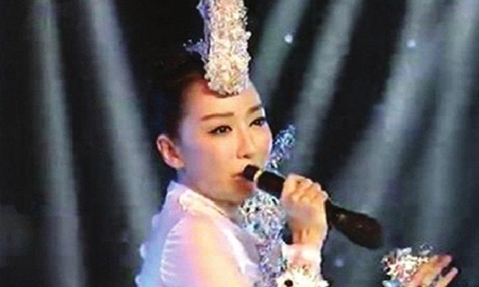 ว้ายยย!! นักร้องจีนผิดคิว ทั้งประเทศจับได้..นางลิปซิงค์