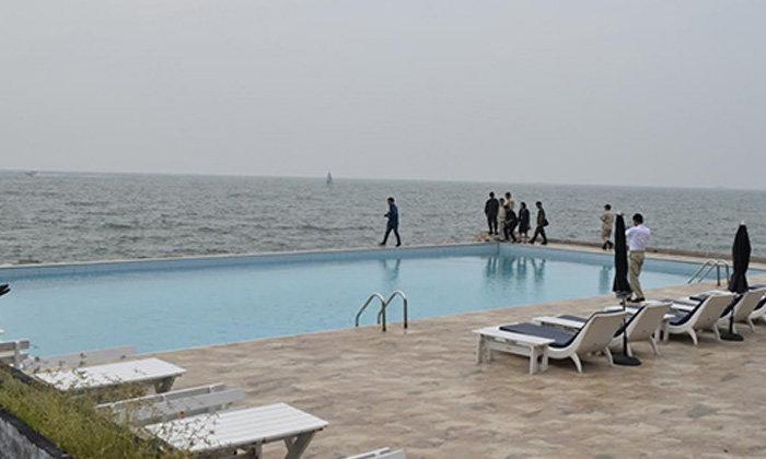เมืองพัทยาติดคำสั่งให้รื้อถอนสระว่ายน้ำในทะเลแล้ว