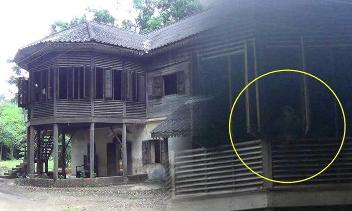 ขนหัวลุก! ช่างซ่อมบ้านถ่ายติดเงาปริศนา ยืนอยู่ริมหน้าต่างบ้านเก่าร้อยปี
