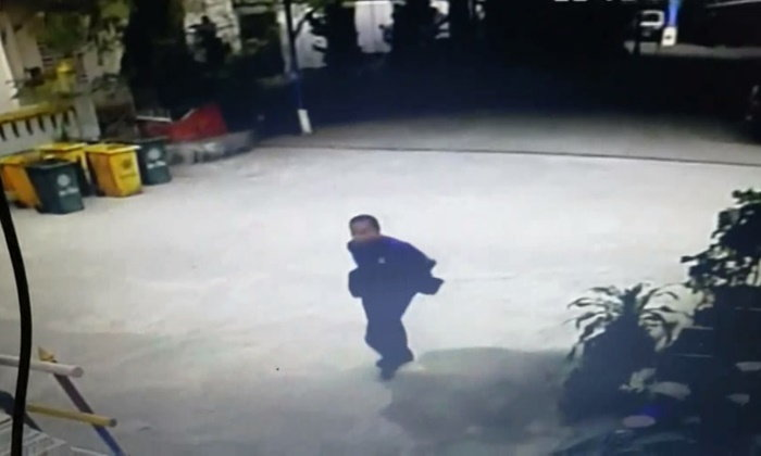 เปิดภาพนาทีคนร้ายดักฆ่าปาดคอคนขับรถตู้ คาดปมแย่งที่จอดรถ