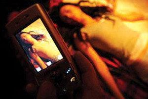 ศาลขัดขวางอัยการฟ้อง 3 เด็กสาวส่งภาพเปลือยบนมือถือ ชี้ขัดกม.ละเมิดสิทธิ์