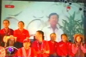 เสื้อแดงโคราชคึกคัก ทักษิณวิดีโอลิงก์ครวญเพลง
