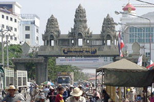 รมว.พาณิชย์ยันไม่ปิดด่านชายแดนไทย-กัมพูชา
