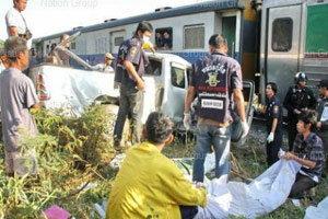รถไฟสายใต้พุ่งชนรถกระบะดับ3ศพ