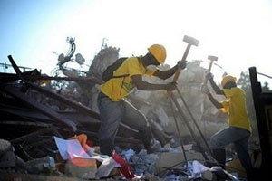 เหยื่อเฮติหลายคนติดในซูเปอร์มาร์เก็ตหลังเข้าไปขโมยของ
