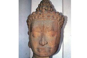 จับนักค้าของเก่ายึดศีรษะเทวรูปเขมรบายนกว่า800ปี