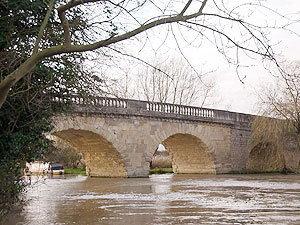 ประมูลขายสะพานเก่าแก่ในอังกฤษ