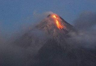 ฟิลิปปินส์อพยพชาวบ้านหนีภูเขาไฟมายอน
