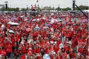 นายกรัฐมนตรีย้ำรัฐบาลไม่มีเป้าหมายสลายการชุมนุมคนเสื้อแดง