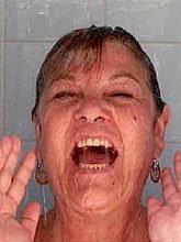 ฝ่ายค้านโจมตี รมว.หญิงฉาวถ่ายรูปตัวเองอาบน้ำลงเว็บดัง