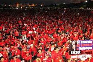 เสื้อแดงยกพลบุกทำเนียบ 3ทุ่ม ประกาศเจตนารมณ์ -ก่อนสลาย