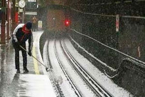 ลอนดอนชะงัก! รถโดยสารหยุดวิ่งทั้งหมดเหตุหิมะตกหนัก