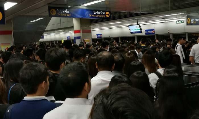 รถไฟฟ้าใต้ดิน MRT ขัดข้องทั้งระบบ ผู้โดยสารตกค้างอื้อ