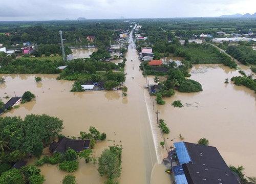 ฝนถล่มพัทลุงทำระดับน้ำลำคลองสูงขึ้นจนหลากท่วม