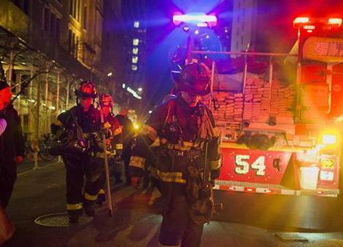 ไฟไหม้แฟลตในแมนฮัตตันบาดเจ็บหลายราย