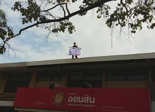 ชายคลั่งบุกทำเนียบปีนตึกร้องทุกข์ต่อนายกฯ