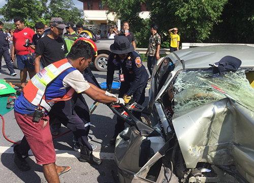 รถเก๋งเสียหลักชนสะพานที่พัทลุงตาย3เจ็บ1