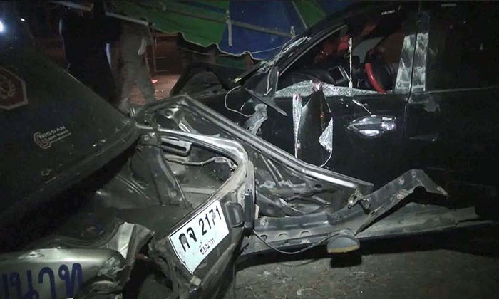 กู้ภัยชัยนาท หวิดตายหมู่! ชายเมาเหล้าขับรถพุ่งชนจุดบริการป้องกันอุบัติเหตุฯ เจ็บ 5 ราย