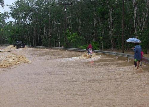 ฝนถล่มสงขลาน้ำป่าหลากสะพานถนน-หมู่บ้านถูกตัดขาด