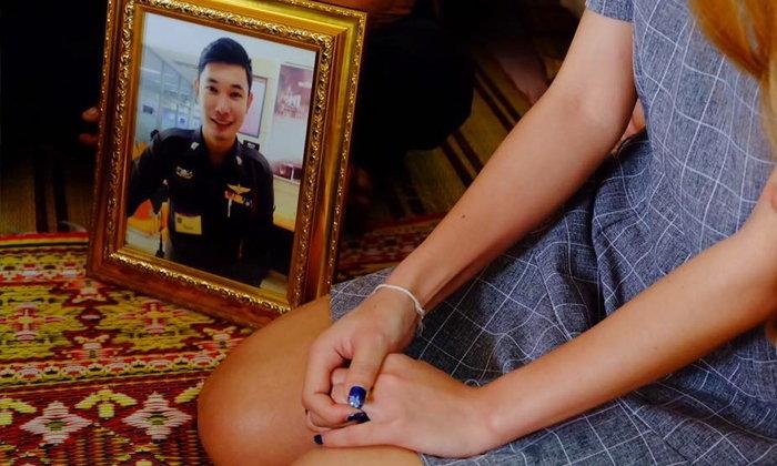ซึ้ง..เศร้า แฟนสาวของตำรวจที่เสียชีวิต เข้าพิธีหมั้นต่อหน้ารูป