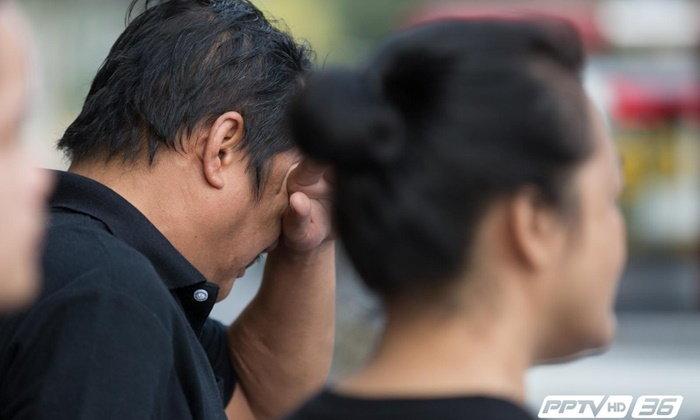 ญาติเหยื่อรถตู้มรณะ 25 ศพเข้ารับศพที่สถาบันนิติเวช