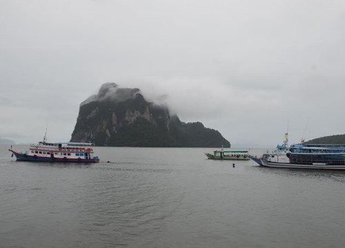 ตรังลมแรงลูกเรือโดยสารตกทะเลไม่ทราบชะตากรรม