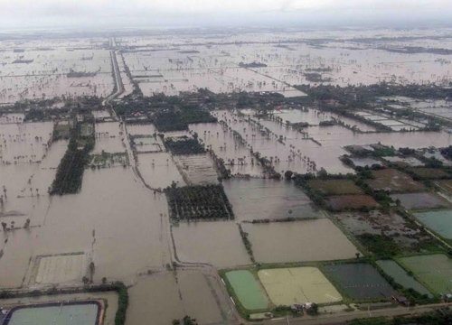 พระเจ้าอยู่หัวฯร.10 ทรงห่วงปชช.น้ำท่วมใต้ให้รบ.เร่งช่วย