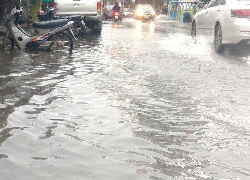 อ.เมืองประจวบน้ำท่วมรอบ4เรือจม5ลำ
