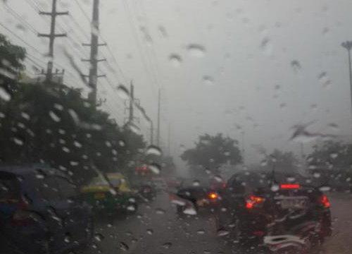 อุตุฯเตือนใต้ตอนบนฝนหนัก-กทม.ตกตลอดคืน