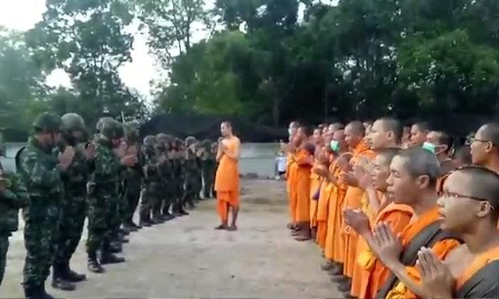 เสียงสวดมนต์กระหึ่ม! ทหารเผชิญหน้าพระวัดพระธรรมกาย หน้าอาคารบุญรักษา
