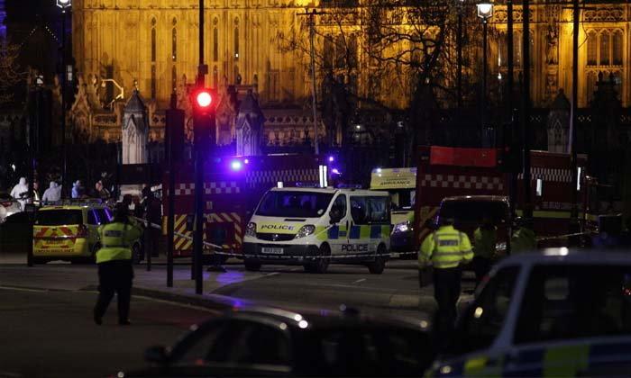 ระทึกขวัญ เกิดเหตุก่อการร้ายใกล้รัฐสภาอังกฤษ เสียชีวิต 5 ราย