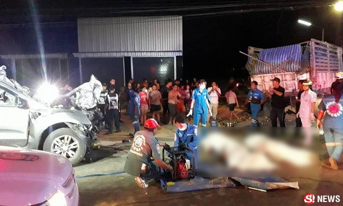 กำนันดังเมืองราชบุรี ซิ่งเก๋งชนท้ายรถบรรทุก ดับคาที่ 2 ศพ