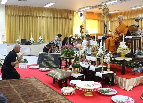 ลูกศิษย์ทั่วไทยร่วมทำบุญหลวงพ่อคูณแน่นรพ.