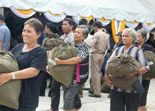 พระเจ้าอยู่หัวร.10 พระราชทานถุงยัง ชีพช่วยพัทลุงน้ำท่วม