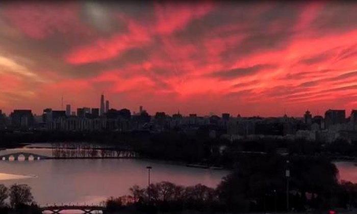 สวยสะพรึง! ภาพท้องฟ้าหลากสียามรุ่งอรุณที่ปักกิ่ง