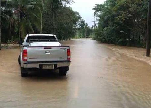 สุราษฎร์ฯยังท่วมอ.เคียนซา-พุนพินน้ำสูงกว่าตลิ่ง