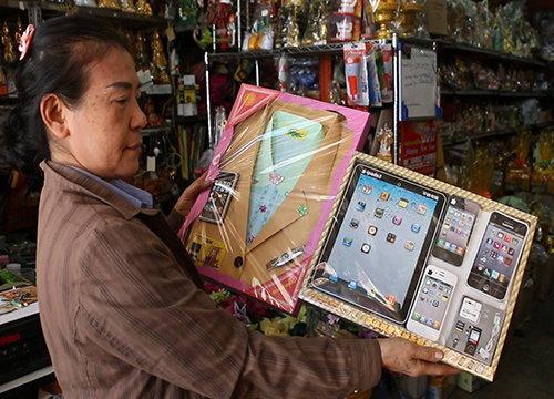 ขอนแก่นแห่ซื้อไอโฟน7เผาส่งให้บรรพบุรุษตรุษจีน