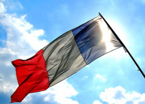 คนร้ายบุกแหล่งท่องเที่ยวปารีสยิงรถตร.ดับ1เจ็บ2