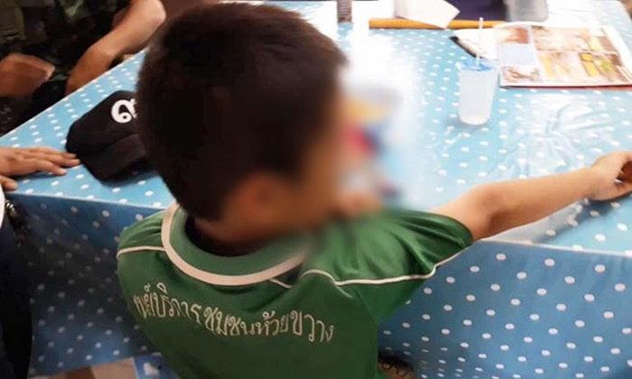 เด็กชาย 8 ขวบ ถูกพ่อเลี้ยงโหด ทุบตี-ใช้บุหรี่จี้ ซ้ำจับกดน้ำ