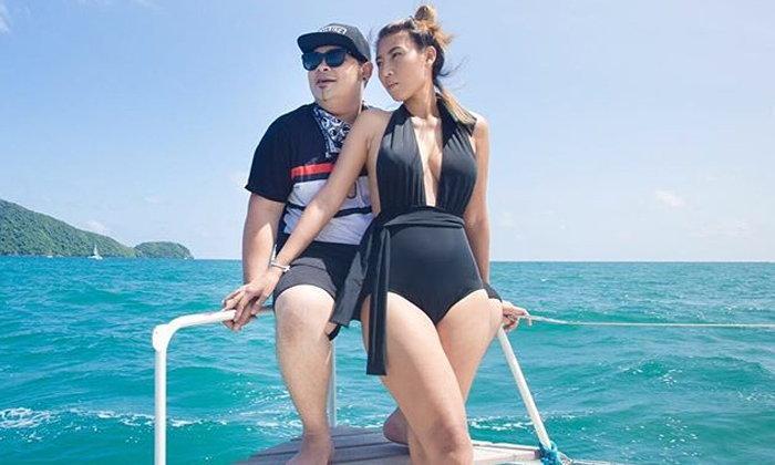"""นานๆ หวานออกสื่อ """"ดีเจเชาเชา"""" ควงแฟนล่องเรือสุดสวีท"""