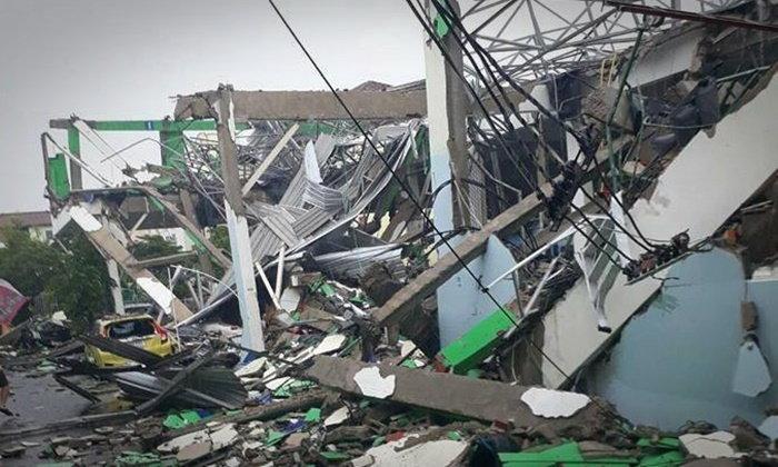 """เจ้าของสนามแบดฯ ถล่ม พร้อมรับผิดชอบ """"รถ-บ้าน"""" เสียหาย"""
