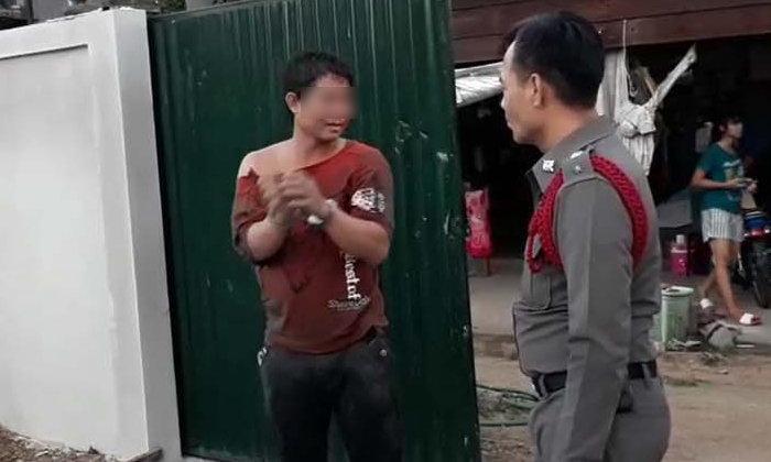 หนุ่มพม่าเกือบตาย ถูกนายหน้าไทยล็อกกุญแจมือ ตี ชิงทรัพย์