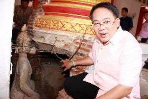 ตะลึง พบพระพุทธรูปโบราณใต้ฐานโบสถ์วัดกรุงเก่า